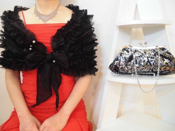 シルバーストーンのキラキラネックレスが、ドレスをより際立てます♪