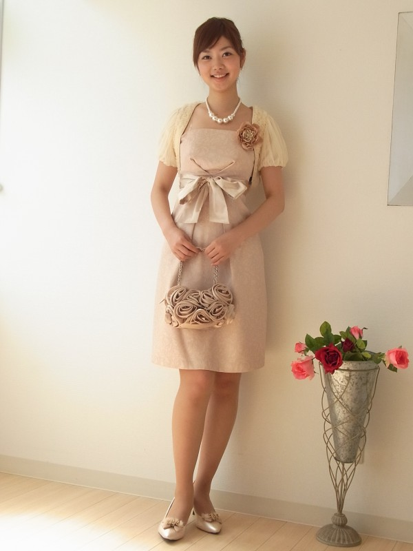 同系色の小物で統一すればお嬢様スタイルの完成。同色光沢リボンベルトがセットです。