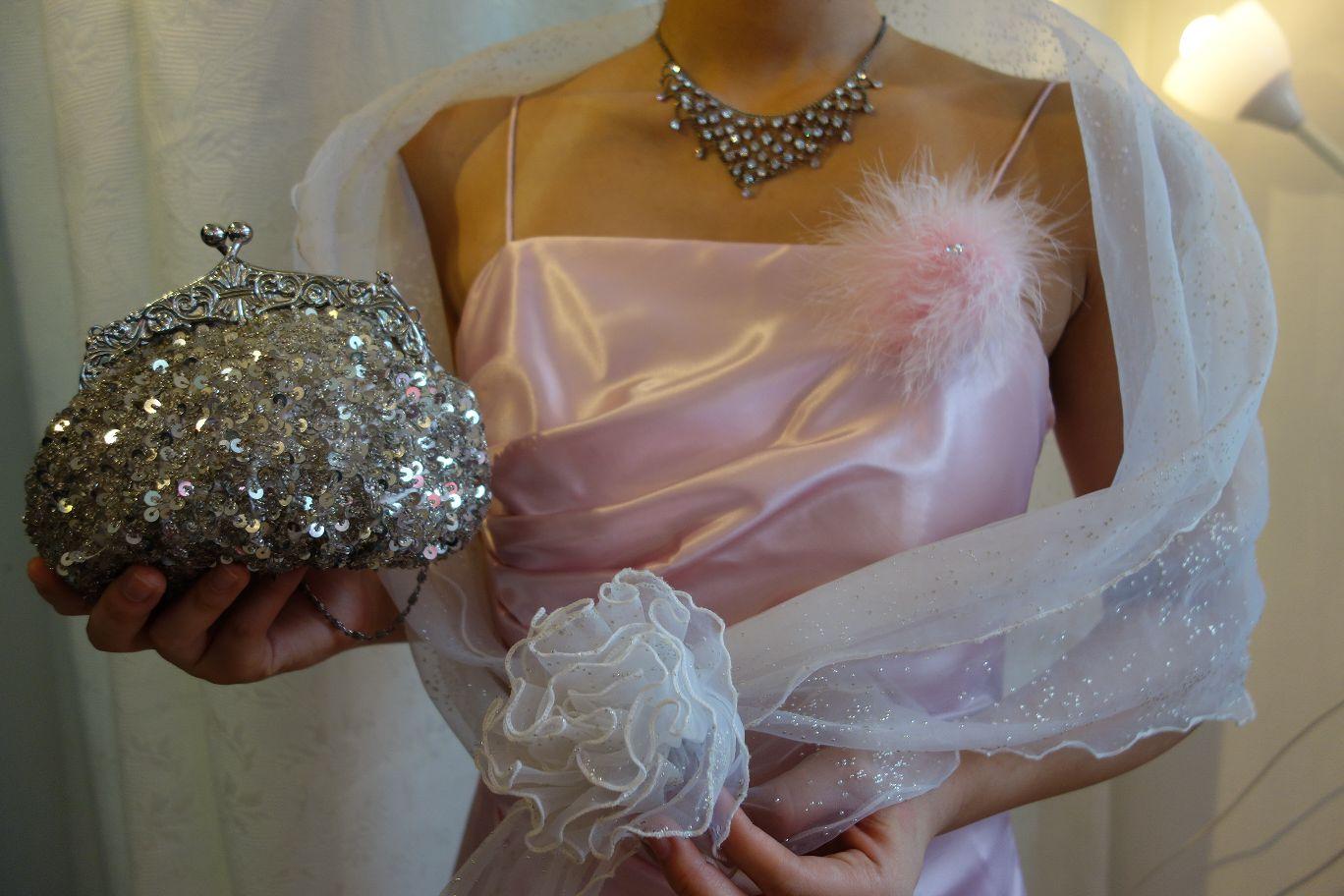 コサージュはドレスのセット品ですが、取り外しもできます。